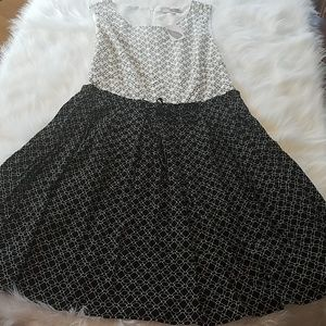 NEW Forever 21 Sz Large Black & White Swing Dress